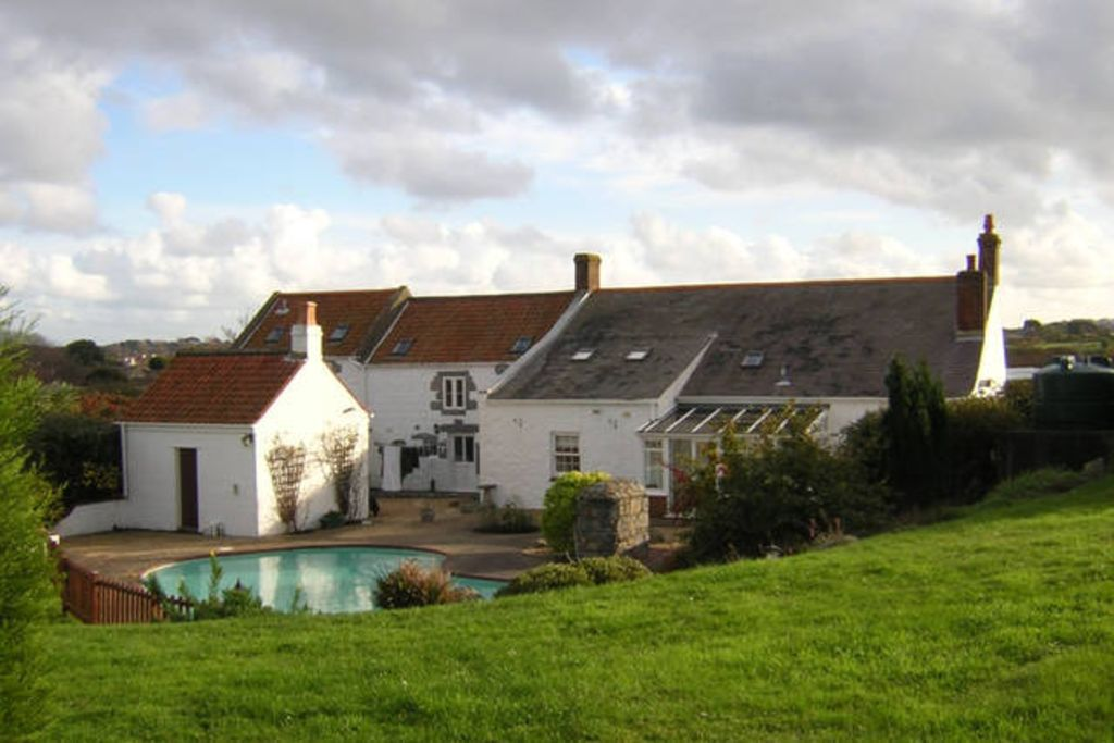 Rural Guernsey Farmhouse with pool and large garden