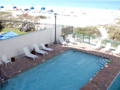 Heated pool and hot tub directly off the beach. Two Gas Grills poolside.