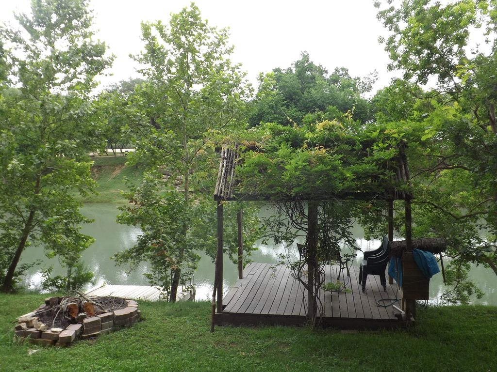 Guadalupe river front 3brs 3baths fish float vrbo for Floating the guadalupe river cabins