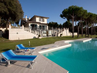 BEAUTIFUL DETACHED VILLA WITH SEA VIEW AND PRIVATE GARDEN OF 12.000 SQ. MT.