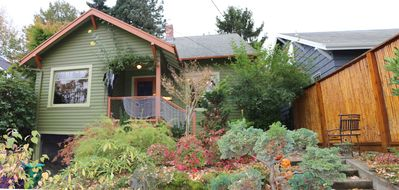 Cozy Bungalow Close to Everything Portland Offers