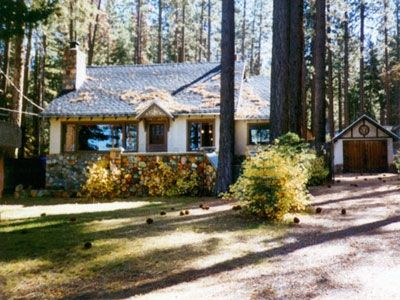 Cottage by the lake pet friendly hot tub vrbo for Cabin rentals in nevada