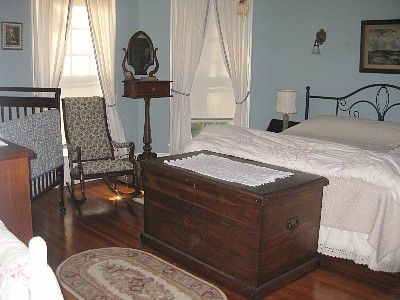 Bedroom two, with king bed and a crib