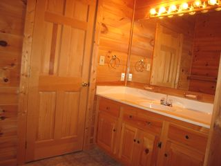 Gatlinburg cabin photo - Upstairs bath