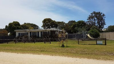 Beach Creek Cottage (Foxtel, WiFi & Playground)