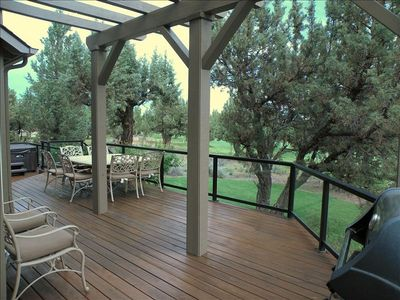 EXPANSIVE wood DECK with Gas BBQ and HOT TUB.  PEACEFUL and QUIET. Breathtaking!