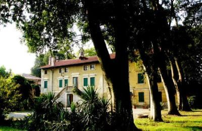 An historical 'VILLA'surrended by a secular park and a big garden