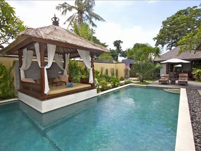 Sanur villa rental - Private swimming pool with traditional 'Bale'
