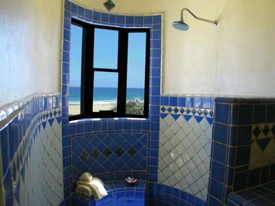 Todos Santos house rental - Watch the waves while you shower