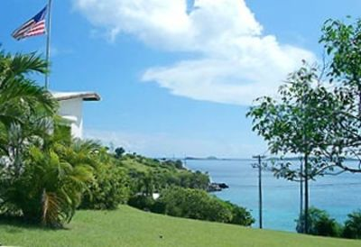 Gallows Point SeaView is located walking distance to Frank Bay Beach & Cruz Bay.