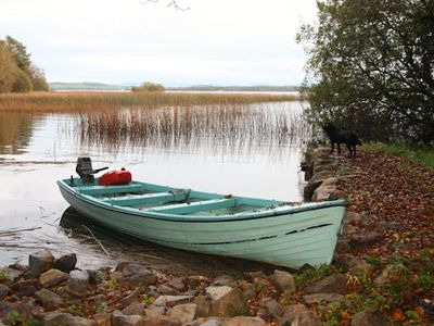 Lake Boat in Private Woodland Harbour