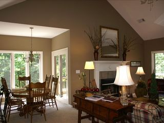 Lake Ouachita condo photo - Great room and dining area