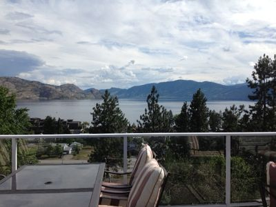 Large Deck of Panoramic view of Lake Okanagan-3 minutes from the beach!