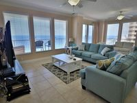 18th Floor 3 Br/2Ba with huge wrap around balcony. King beds in all rooms