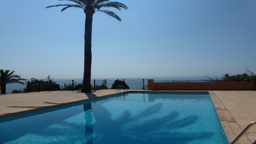 Air-conditioned accommodation, close to the sea , Théoule