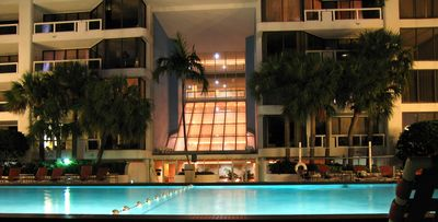 Miami The Grand : Large Heated Pool, facing Miami Beach.