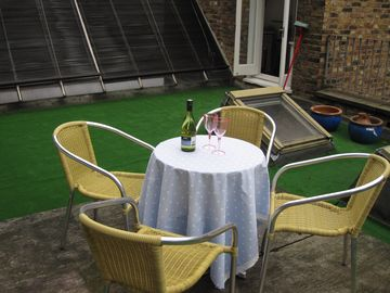 Room for dining and sunbathing on the roof garden