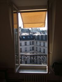 Quiet Studio Steps Away from Champs Elysees with A/C - Window Looking Out