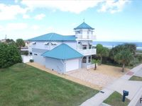 Luxury 3 story by the beach in the center of the town of Flagler Beach, Wifi