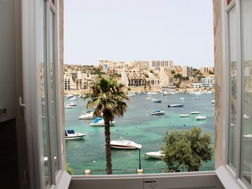 BH2 - Seafront 3 bedroom apt. - St Paul`s Bay, Back Terrace, Easy Parking/Busses