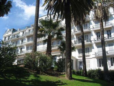 CANNES APARTMENT 70 M2 IN CHARMING OLD BUILDING WITH GARDEN