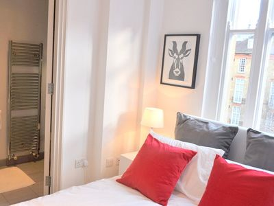 LUXURY! BIG! CENTRAL! 2Bed/ 2Bath, COVENT GARDEN, 2 min. to tube!
