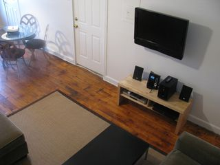 Brooklyn apartment photo - Flat screen HDTV, Satellite, IPod Stereo, DVD