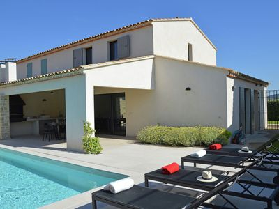 Luxury villa with private heated pool in domain within walking distance of Malaucène