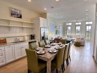 Port Aransas condo photo - Dining & Kitchen Area