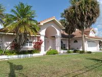 Great Villa on a gorgeous Gulf Access Canal with a heated pool.