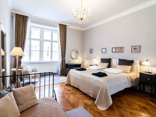 Innere Stadt apartment photo - King size bed, boudoir and extra single bed in the Master bedroom