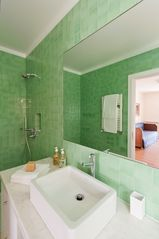 Children bathroom - Estoril villa vacation rental photo