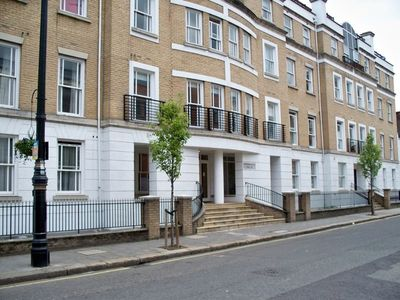 Victoria apartment rental - Entrance to Royal Belgrave House