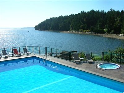 Breathtaking panoramic vistas from our cliff-hanging heated Pool & roomy Jacuzzi