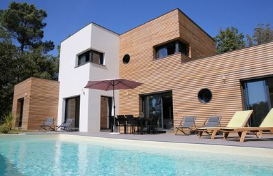 Modern villa with heated pool and wood siding in the Dordogne valley, Lot