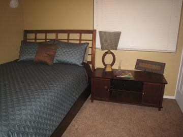 Queen size bed, ipod docking station and flat screen tv in guest room