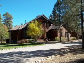 Show Low chalet rental - front of lodge