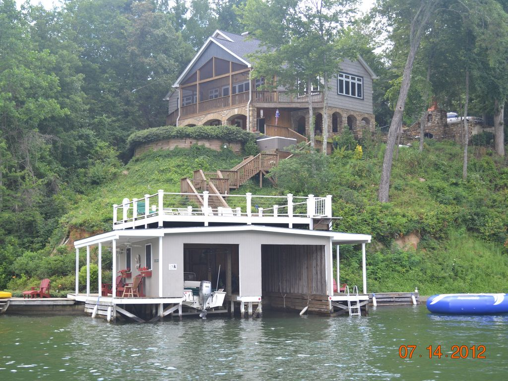 Spectacular lakefront home w breathtaking vrbo for Lake front homes