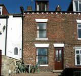 HARBOUR VIEW COTTAGE, pet friendly, with a garden in Whitby, Ref 1059