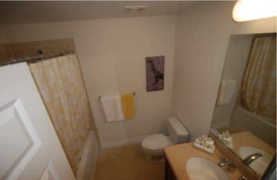 Bathroom w. tub & shower, vanities