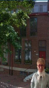 Hist Dist w/free parking, Charming 3rd Floor Bdr, Pvt Bath And Roof-deck