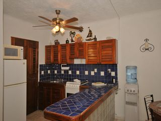 Playa del Carmen condo photo - Full kitchen with spacious counter tops.