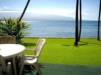 Maalaea condo rental - Lanai (patio) and front yard