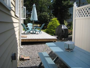 Back Yard Deck & Picnic Table