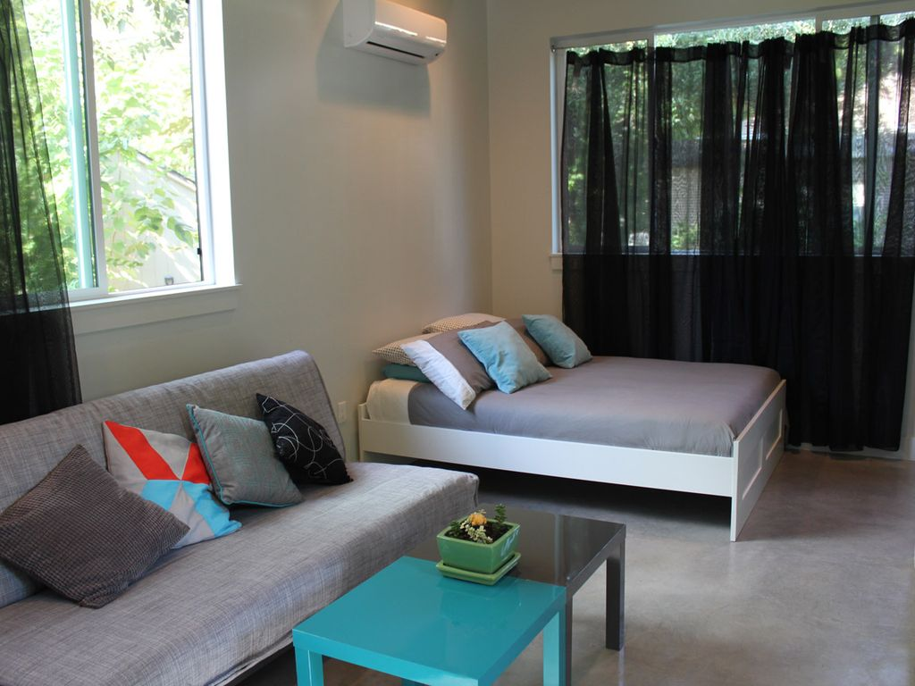 New Stylish Guest House-ACL, F1, SXSW, Central Austin
