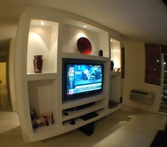 Entert. center 47' LCD TV, DVD, US CABLE TV, WIFI