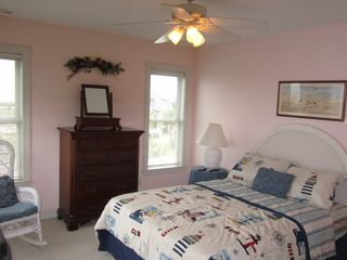 Harbor Island house photo - Another view of the 2nd bedroom, which also has a private bath with shower.