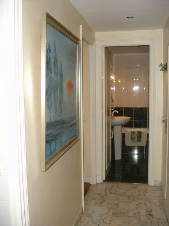 Entrance Hall leading to bathroom