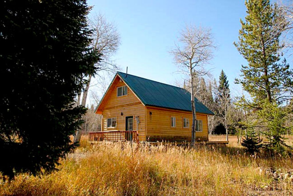 Aspen house log cabin with wildlife vrbo for Log cabins in yellowstone national park