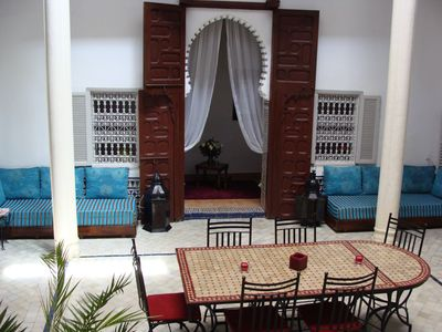 Authentic riad completely renovated in Medina and car shops